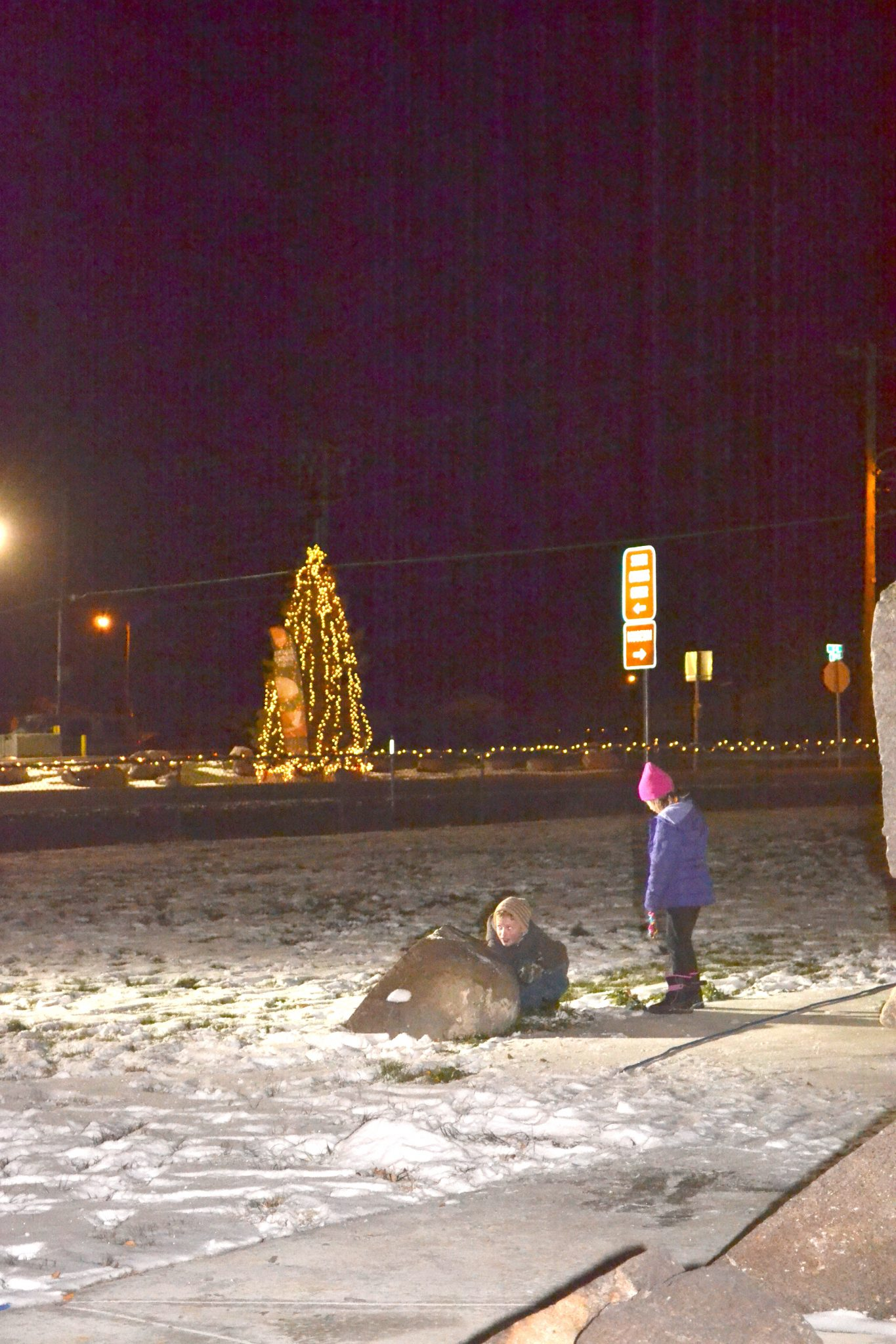 Lions Club lights Christmas tree, decorates Hawthorne