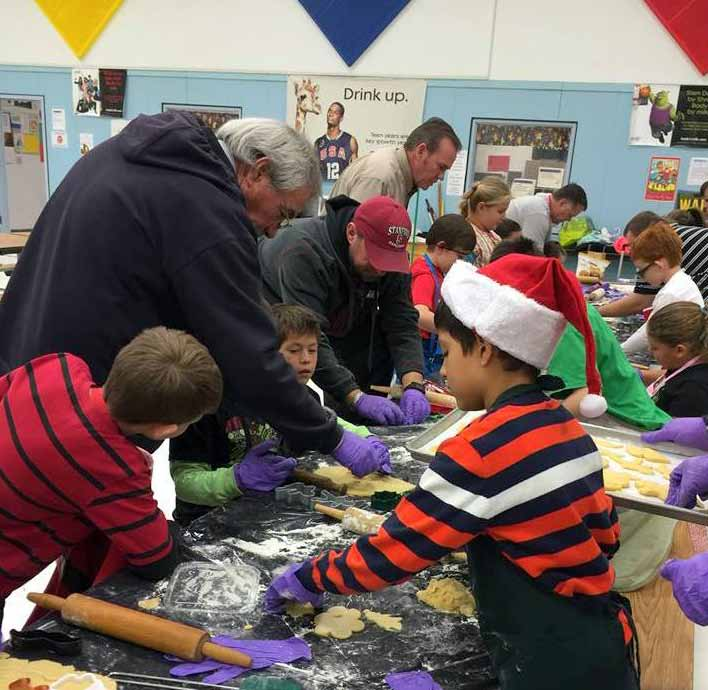 Students get into holiday spirit