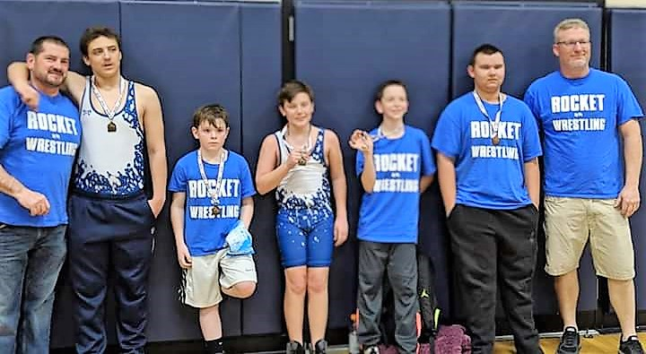 Rocket wrestlers advance to state